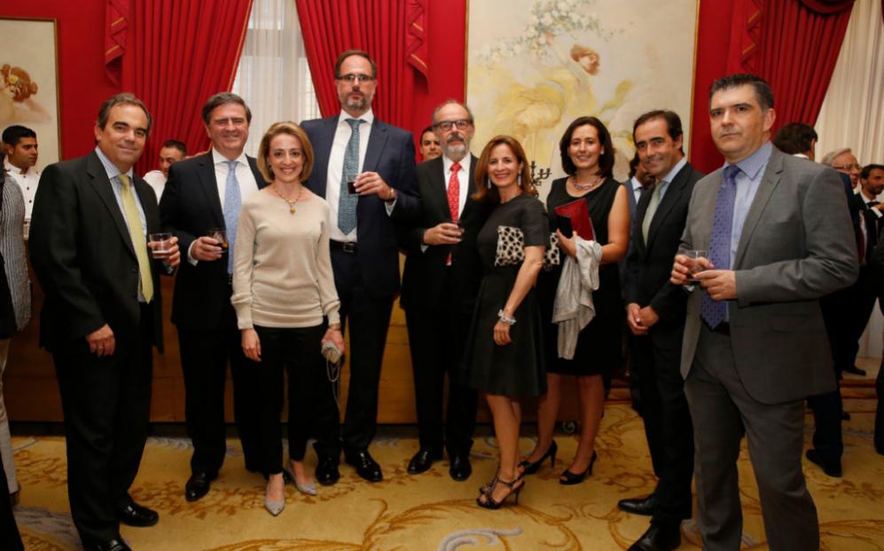 De izqda. a dcha., los socios de Elzaburu Luis Baz y Javier...