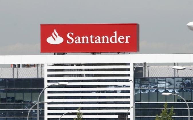 Vista de la Ciudad Financiera del Banco de Santander en la localidad...