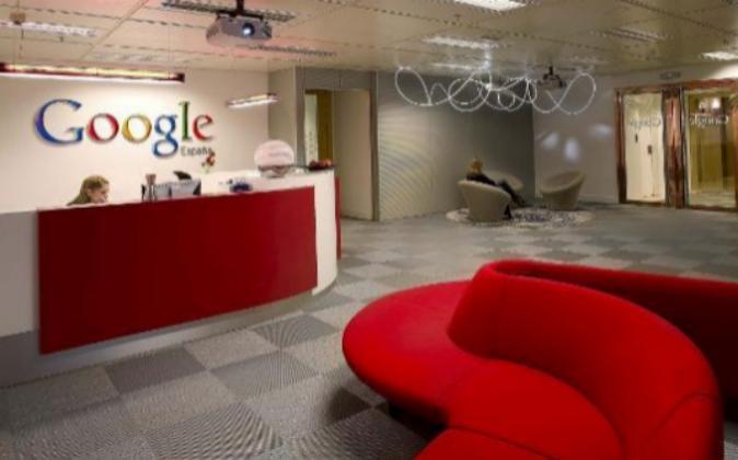 Vestíbulo de la sede del Google en la Torre Picasso de Madrid.