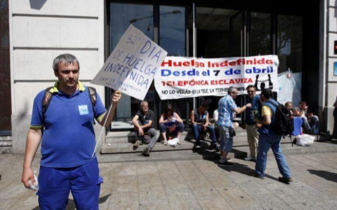 Encierro de los trabajadores de Telefónica en la sede en Puerta del...