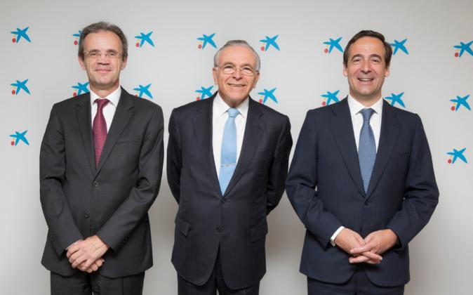 De izda. a dcha: Jordi Gual, Isidro Fainé y Gonzalo Gortázar.