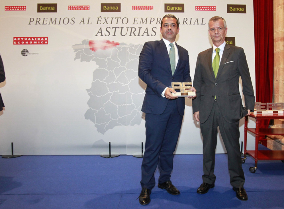 Sergio Martínez, consejero delegado de Esal Rod Alloys, recoge el...
