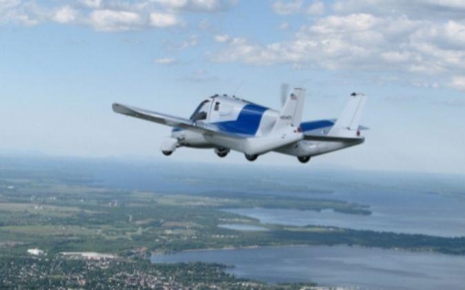 Coche volador de la empresa Terrafugia con sede en Woburn,...