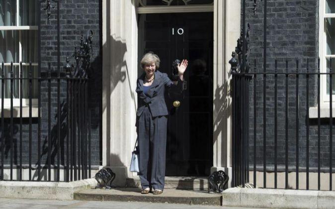 Theresa May frente al número 10 de  Downing Street.