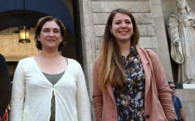 Ada Colau y la teniente de alcalde Janet Sanz, en una imagen de...