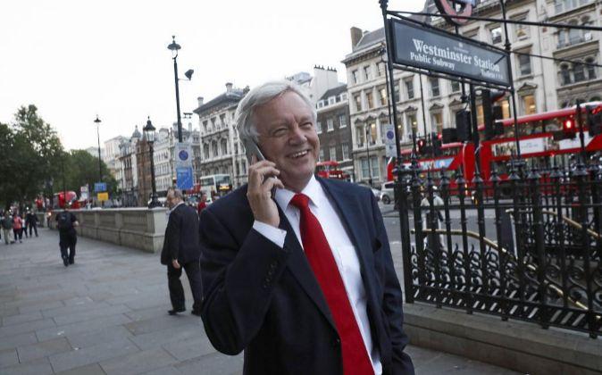David Davis, ministro británico encargado de gestionar la salida de...