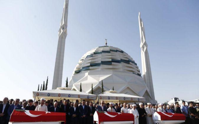 Funeral por tres de las víctimas mortales del fallido golpe de Estado...