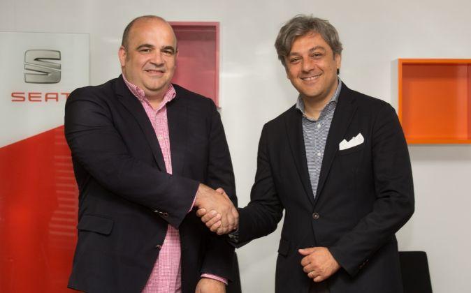 Carlos Blanco, socio fundador de Conector, y Luca de Meo, presidente...