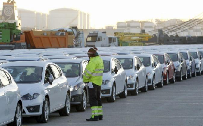 Exportación de coches en el puerto de Barcelona en una imagen de...