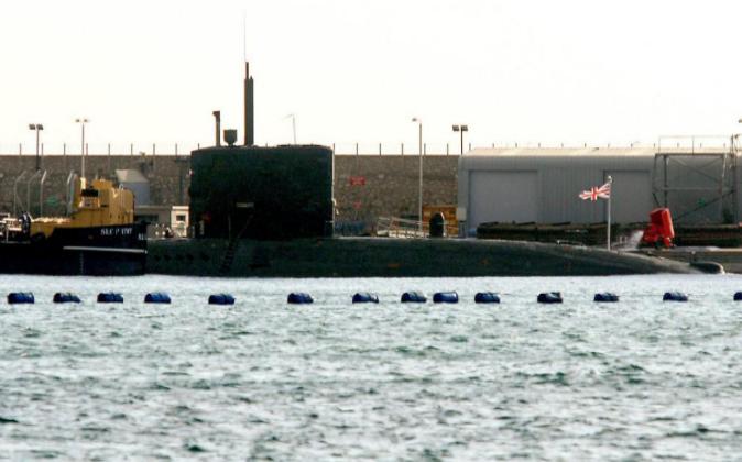 Los submarinos de la Royal Navy británica atracan con frecuencia en...