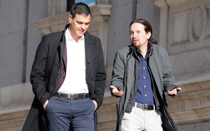Pedro Sánchez y Pablo Iglesias, en los alrededores del Congreso.