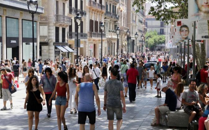 Una calle comercial en Barcelona.