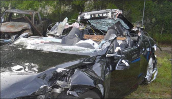Así quedó el Tesla Model S siniestrado