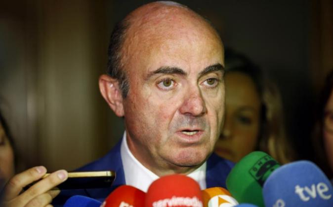 El ministro de Economía en funciones, Luis de Guindos, ayer después...