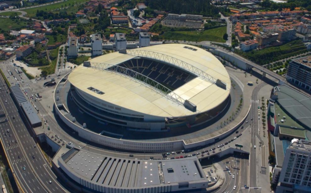 ESTÁDIO DO DRAGAO (Oporto): situado al norte del...
