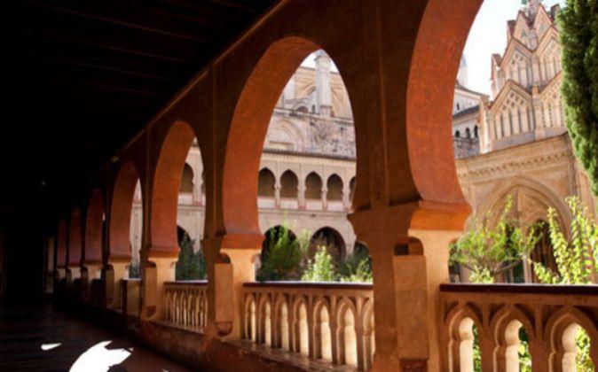 Claustro mudéjar y templete del Monasterio de Guadalupe.