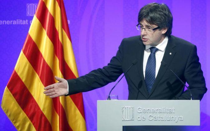 El presidente de la Generalitat, Carles Puigdemont, durante la rueda...