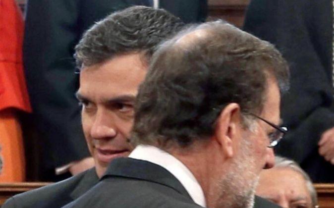 Los líderes del PP y el PSOE en la entrega del último premio...