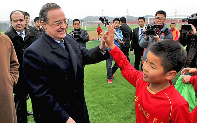 Florentino Pérez en la Evergrande Football School.