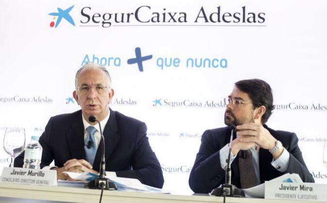 Javier Murillo (izquierda), consejero director general de SegurCaixa...