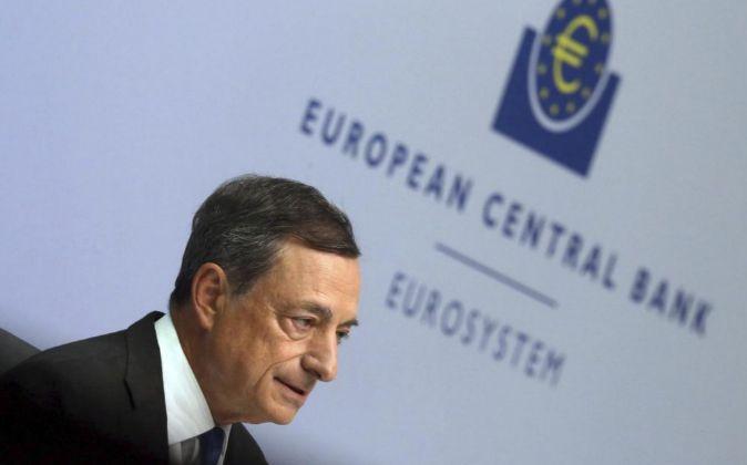El presidente del Banco Central Europeo (BCE), Mario Draghi, en rueda...
