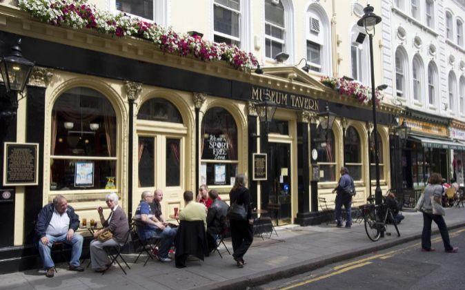 Un típico pub inglés en la ciudad de Londres.