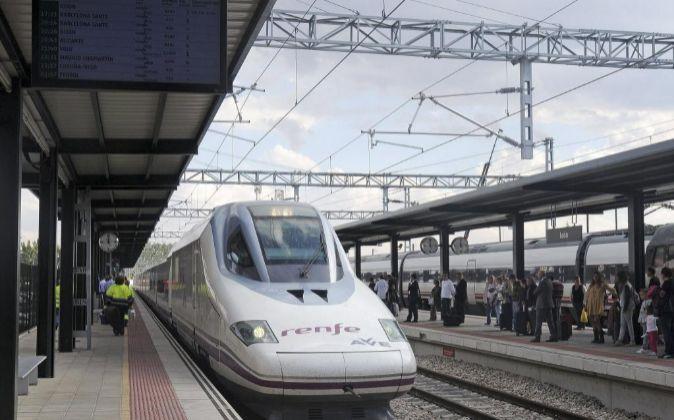 Llegada a la estación de León del primer AVE con salida desde...