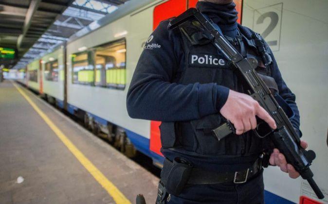 La Policía belga patrullando las calles de Bruselas el pasado mes de...