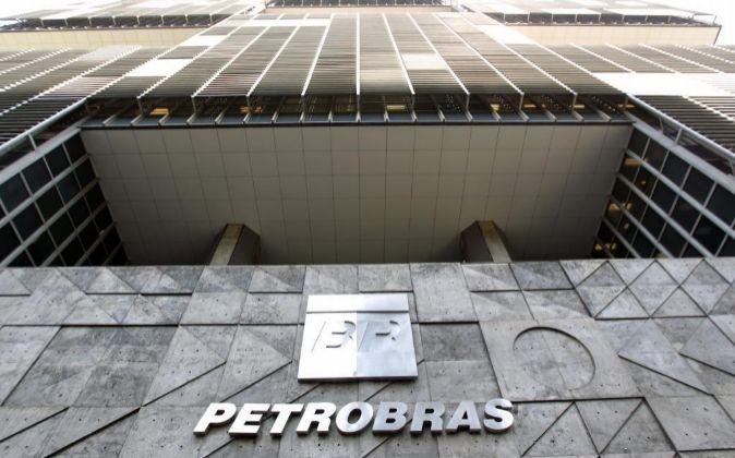 Fachada de la sede de Petrobras en Río de Janeiro (Brasil).