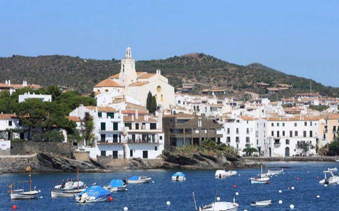 Situado en pleno Ampurdán, Cadaqués es el pueblo más oriental de la...