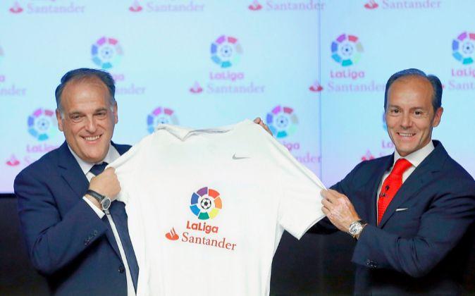 Javier Tebas, presidente de La Liga, y Rami Aboukhair, 'country...