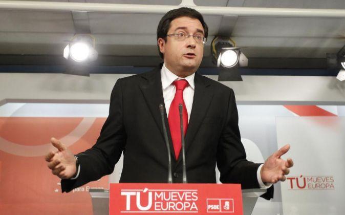 Óscar López, en una rueda de prensa.