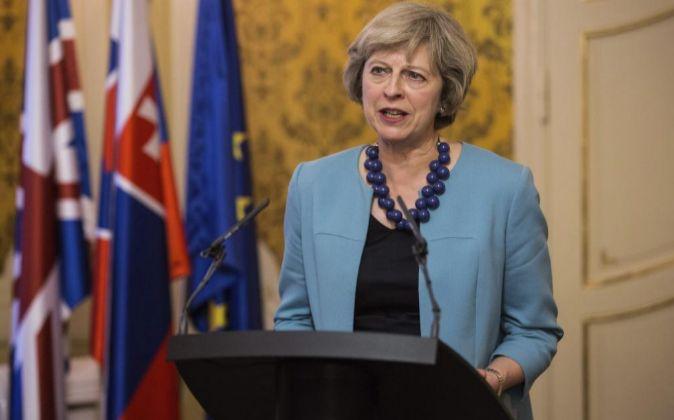La primera ministra británica, Theresa May, en rueda de prensa hace...