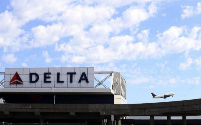 Un vuelo de la aerolínea Delta despegando