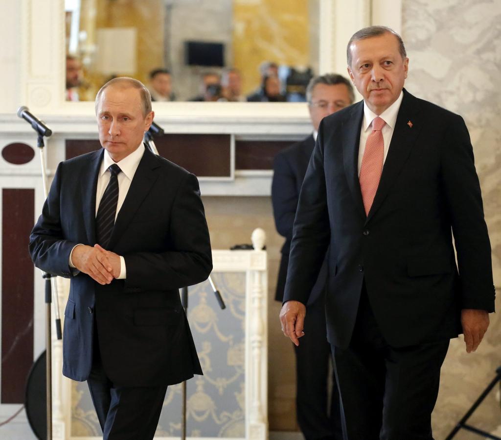El presidente turco, Recep Tayyip Erdogan, y su homólogo ruso,...