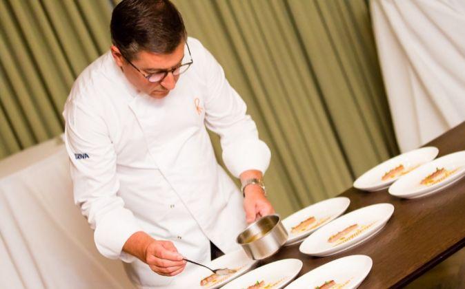 Joan Roca preparando la cena que El Celler sirvió en Londres, con...