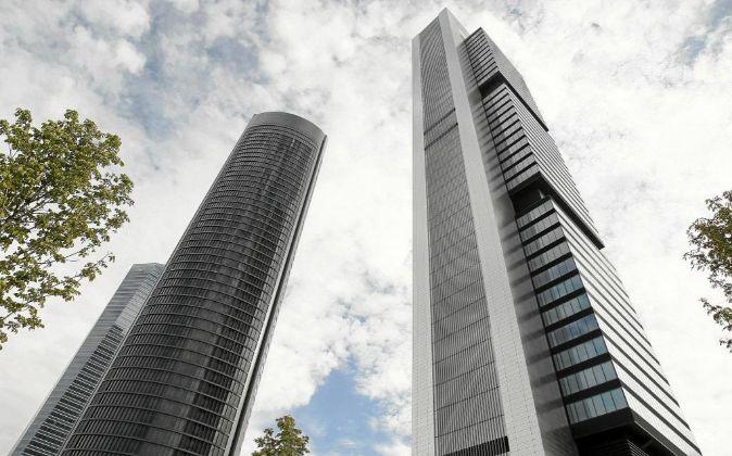 Vista de las Cuatro Torres del Paseo de la Castellana en Madrid.