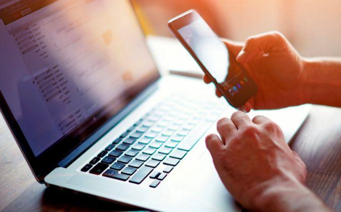 Los canales tradicionales de búsqueda, como webs, redes sociales o...