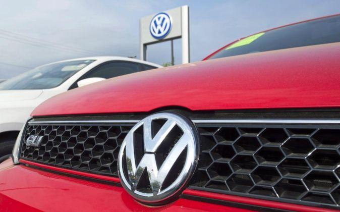 Detalle de un vehículo de la firma Volkswagen.
