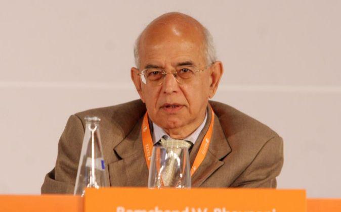 Ram Bhavnani nació en India en 1943, aunque desde los 21 años está...