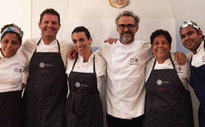 Bottura y los 30 chefs invitados cocinarán los excedentes de comida...