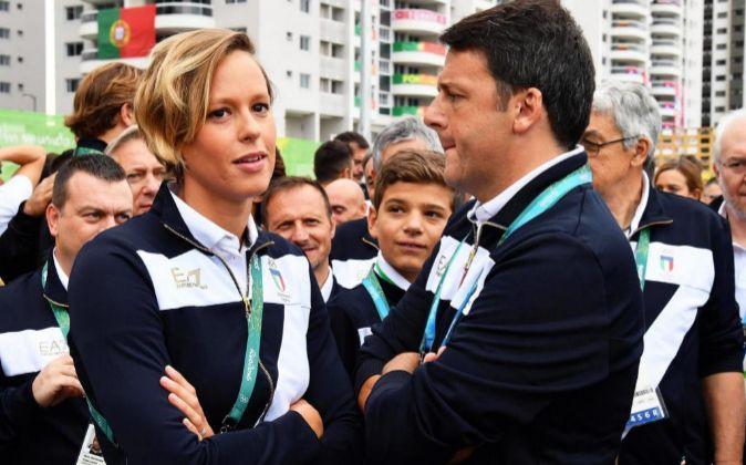 El primer ministro italiania, Matteo Renzi, (a la derecha),...