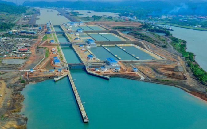 Panorámica de la esclusa de Cocolí en Ciudad de Panamá (Panamá).