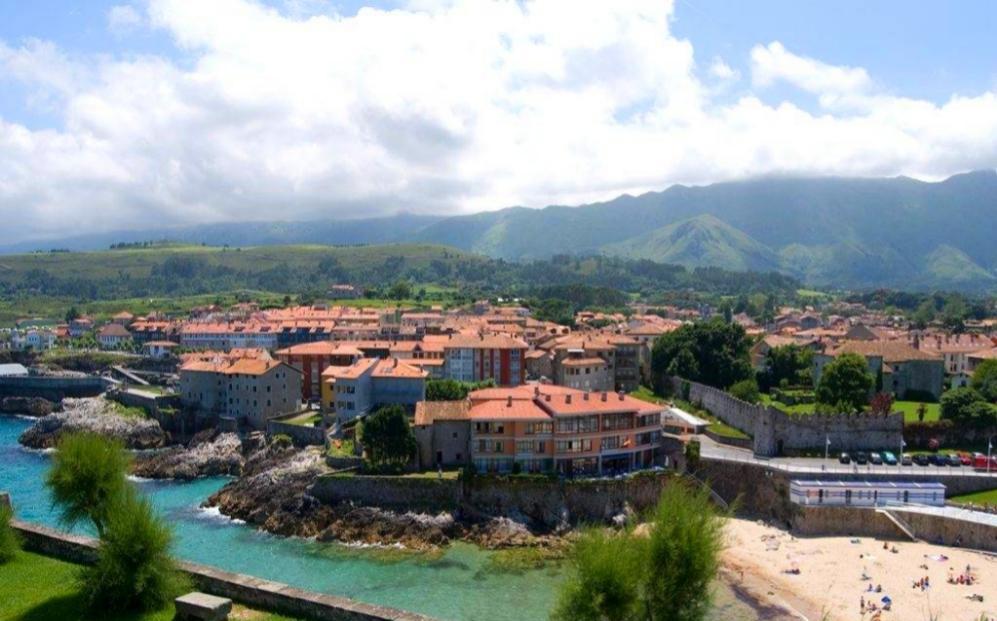 LLANES (Asturias) : Más de 30 playas de arena fina,...