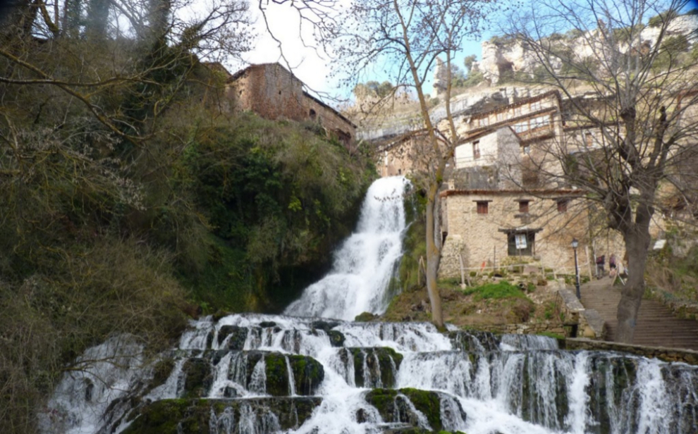 ORBANEJA DEL CASTILLO (Burgos) : Esta localidad del...