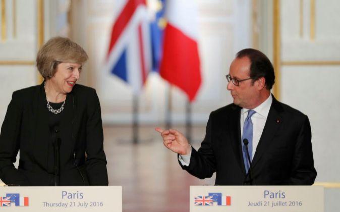 Theresa May, primera ministra británica, y François Hollande,...