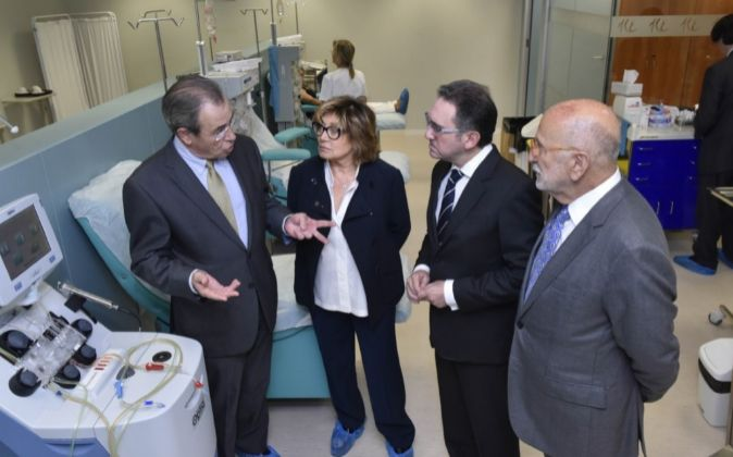 Víctor Grífols, presidente de Grífols, Mercè Boada, directora del...