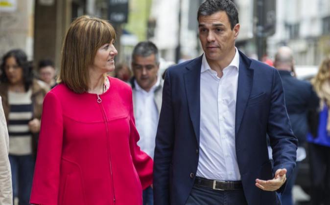 El secretario general del PSOE, Pedro Sánchez, y la líder del...