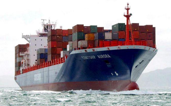 Un barco con contenedores.