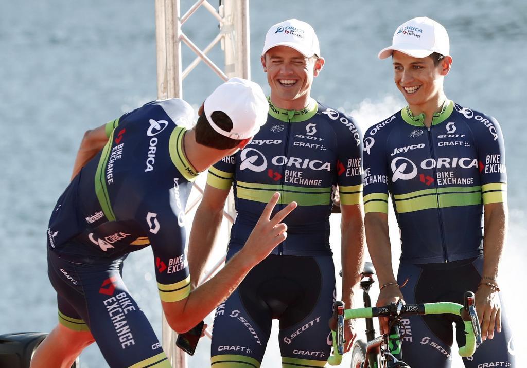 El ciclista australiano Simon Gerrans y el colombiano Esteban Chaves...
